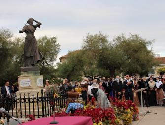 Statue de Mireille ; brillant centenaire